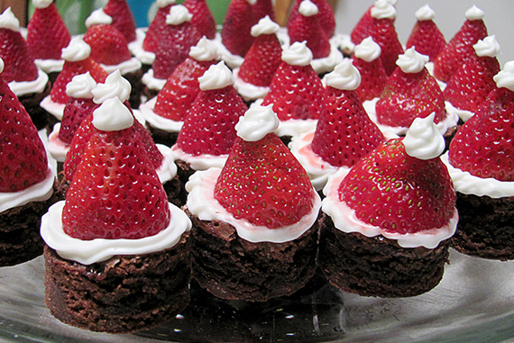 Santa Hat Brownie Bites!