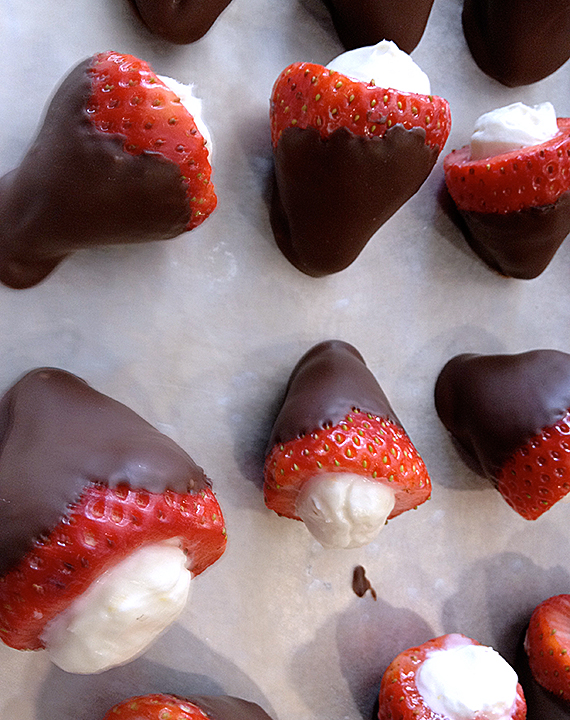 chocolate-covered-strawberries-with-cheesecake-filling-05