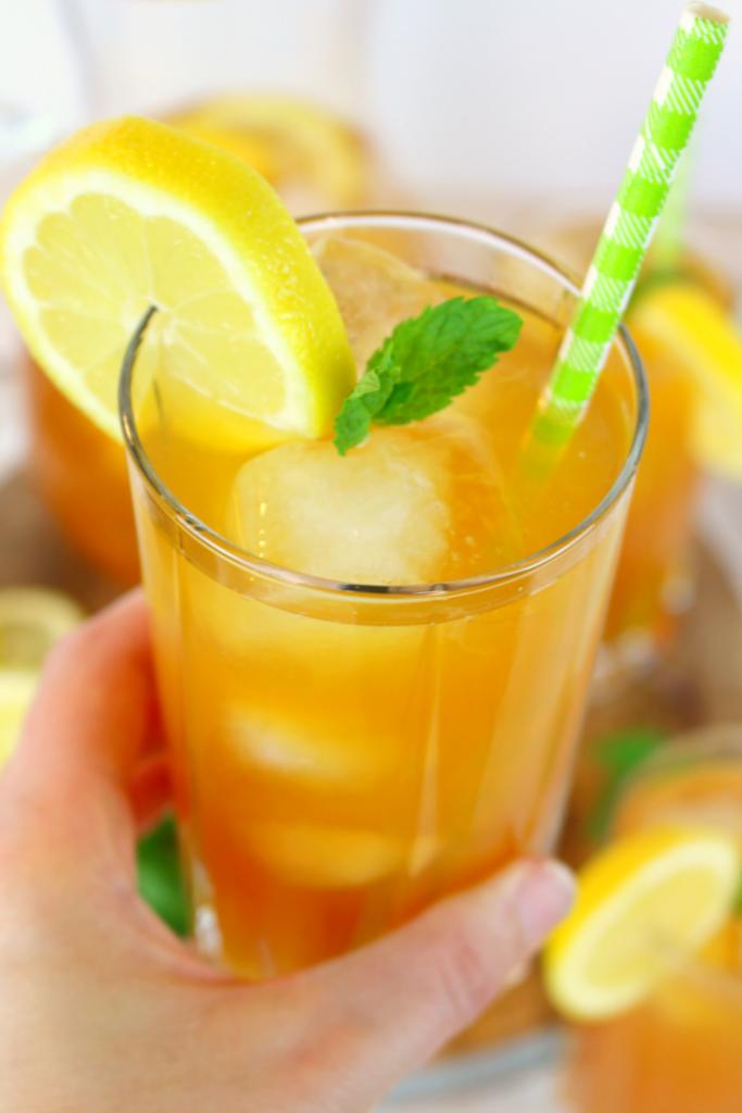 Arnold-Palmer-Iced-Tea-DelightfulEMade-vert1-683x1024