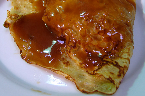Apple-filled crepes with caramel sauce!